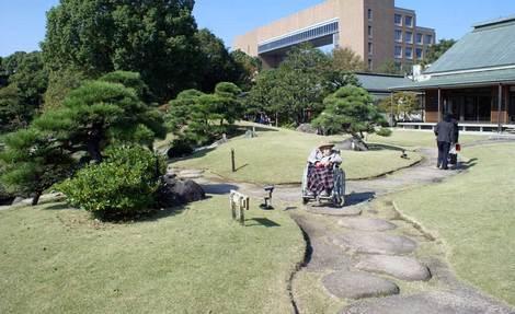 母の介護と車椅子での散歩風景・清澄庭園kiyosumi02.jpg