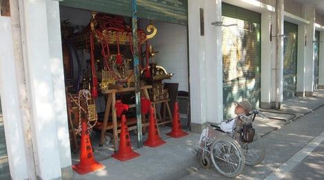 母の介護と車椅子での散歩風景・深川神明宮240827-1.JPG