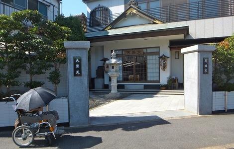 251013daikokuten-1.JPG母の介護と車椅子での散歩風景・大黒天