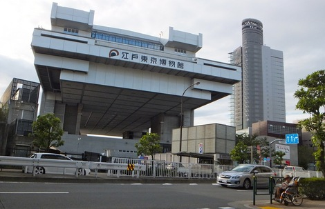 251017-1.JPG母の介護と車椅子での散歩風景・江戸東京博物館1