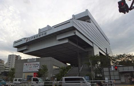 251017-2.JPG母の介護と車椅子での散歩風景・江戸東京博物館2
