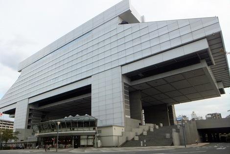 251017-3.JPG母の介護と車椅子での散歩風景・江戸東京博物館3
