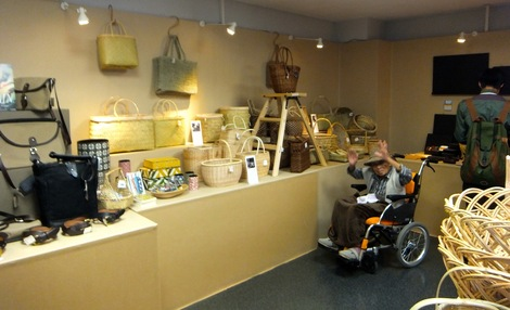 251017-6.JPG母の介護と車椅子での散歩風景・江戸東京博物館6