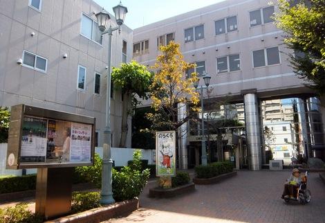 251018bunkasenta.Jjpg.JPG母の介護と車椅子での散歩風景・森下文化センター