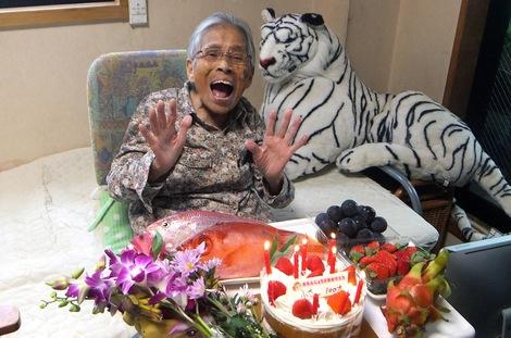 251110・母の介護と車椅子での散歩風景・百歳の誕生日