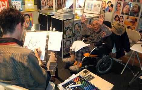 251202-2.JPG母の介護と車椅子での散歩風景・100歳の記念に似顔絵を描く