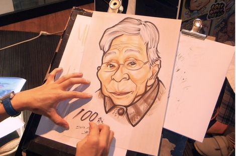 251202-3.JPG母の介護と車椅子での散歩風景・100歳の記念に似顔絵を描く