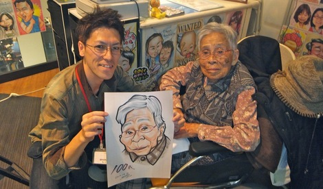 251202-4.JPG母の介護と車椅子での散歩風景・100歳の記念に似顔絵を描く