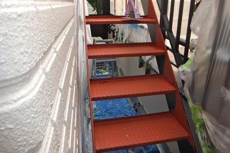 階段の錆び止め塗装251215-2.JPG