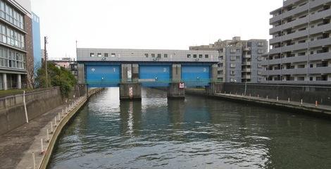 270322-1.JPG母の介護新小名木川の水門