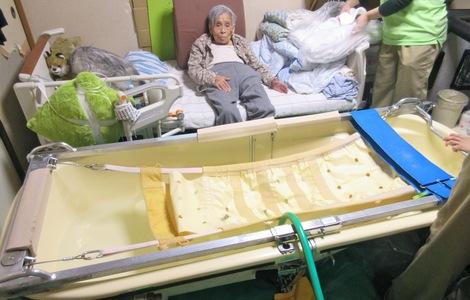 271107nyuyoku1.JPG、母の介護、訪問入浴サービス