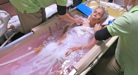 271107nyuyoku2.JPG、母の介護、訪問入浴サービス