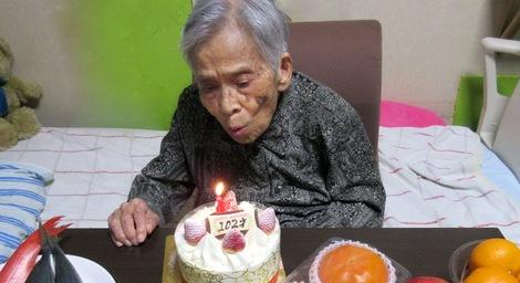 271110-tanjyoubi2.JPG母の介護、102歳の誕生日